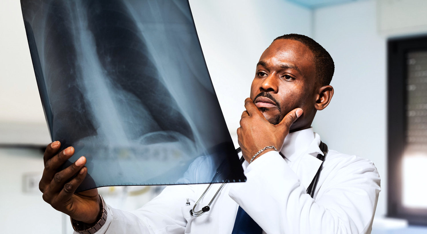 doctor analyzing the x-ray result